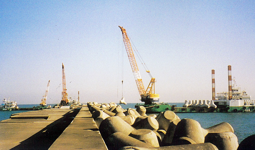 宮崎港(外港地区)防波堤(南)築造工事