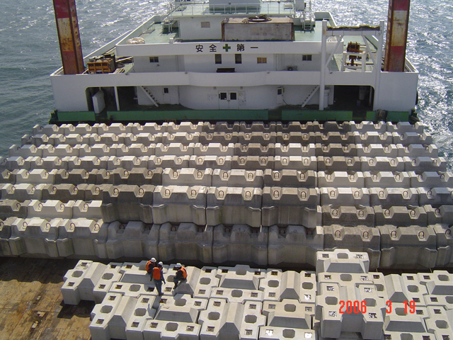 細島港(外港地区)南防波堤築造工事